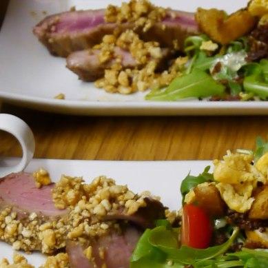 Thunfisch mit Caesar Salad und gefülltem Mozzarella