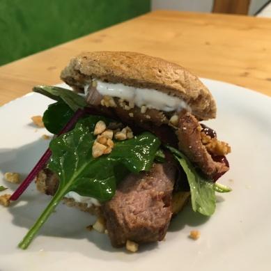 Thunfisch Burger mit Roggen-Nuss-Bun